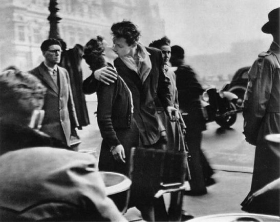 Robert Doisneau's beat known image is the 1950 Kiss at the Hotel de Ville.