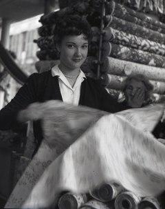 L'aimable Vendeuse, 1953 © Atelier Robert Doisneau
