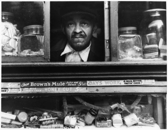 Harlem Merchant, New York, 1937, (c) Morris Engel