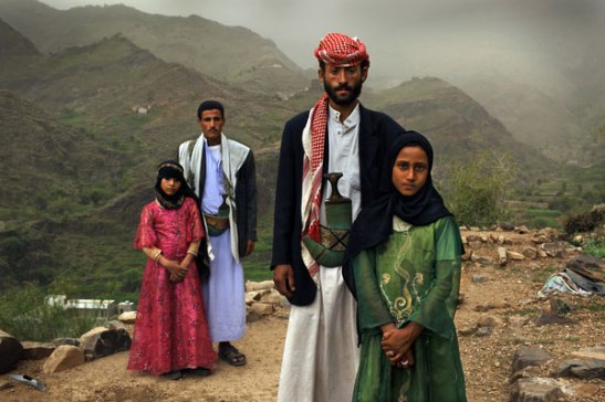 Tahani (in pink) and Ghada, child brides in Yemen. (c) Stephanie Sinclair/Too Young to Wed