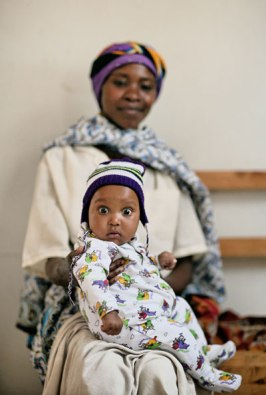 Ana, an HIV-positive mother, attends a clinic with her baby. Image (c) Mark Tuschman
